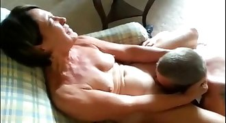 Cuckolding Mature Wifey Gets Eaten Out