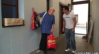Old granny pleases an youthful guy