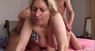 REIFE SWINGER - German amateur mature swingers banging in xxx threesome